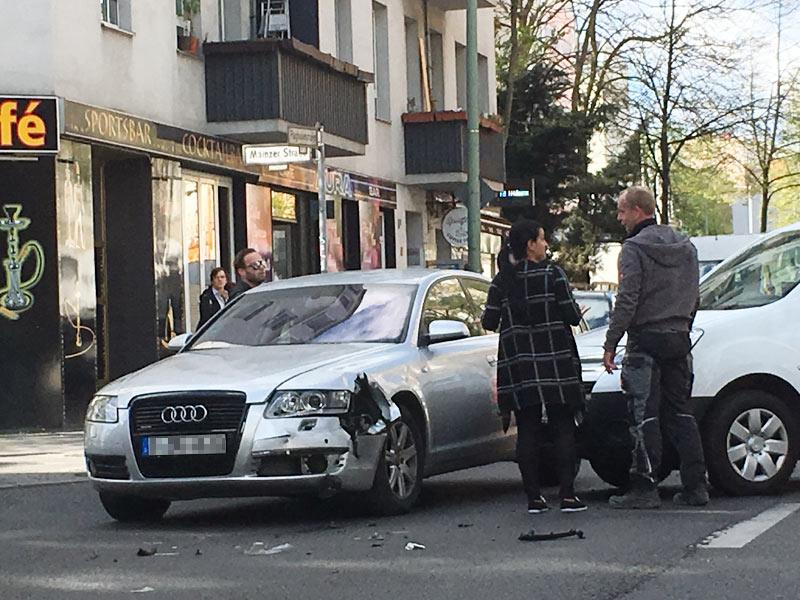 kfz-Schadensmeldung nach einem Kreuzungsunfall
