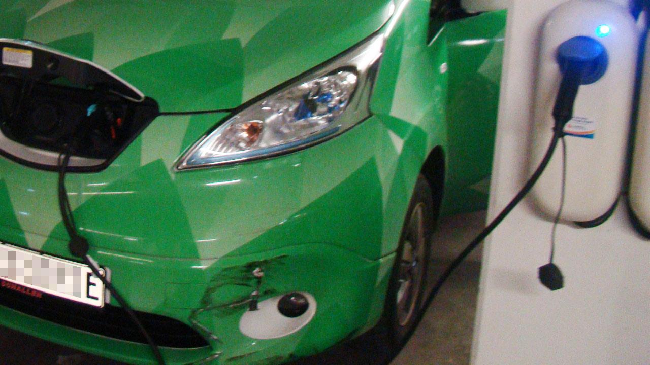 Gutachten für ein e-Auto nach Unfall